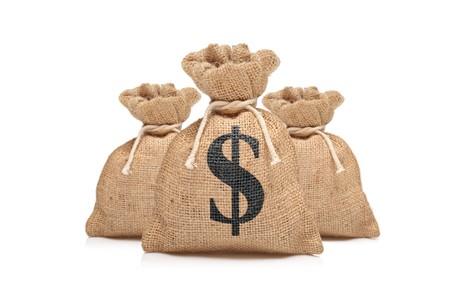 signo pesos: Una vista de tres bolsas de dinero con el signo del d�lar de los Estados Unidos sobre fondo blanco  Foto de archivo
