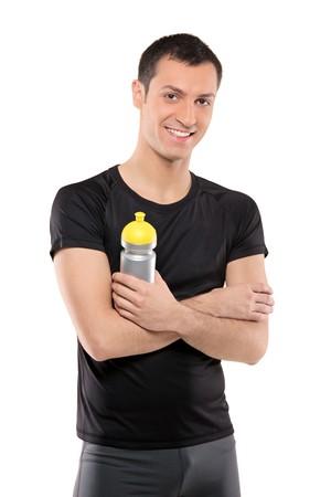 hombre deportista: Hombre de atleta posando con una botella de pl�stico en la mano aislado sobre fondo blanco