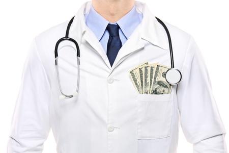 corrupcion: Un retrato de un m�dico con d�lares en su bolsillo aislado sobre fondo blanco  Foto de archivo