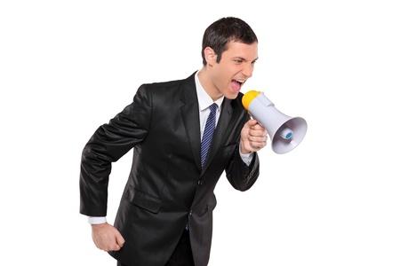 empresario enojado: Un hombre de negocios enojado gritando a trav�s de la megafon�a aislado en fondo blanco