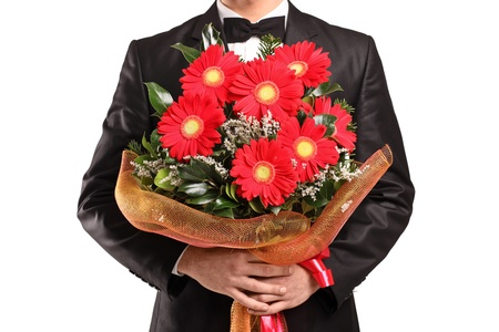 suitor: Un uomo in possesso di un grande mazzo di fiori isolato su sfondo bianco