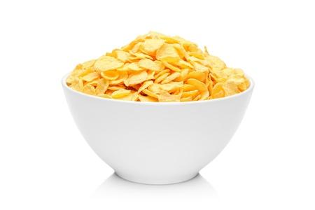 cereal: Copos de ma�z en el plato de porcelana aisladas sobre fondo blanco