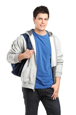 ni�o parado: Un retrato de un alumno con una mochila escolar aislada sobre fondo blanco