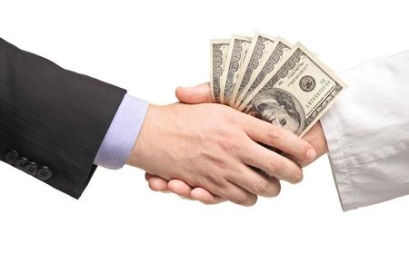 remuneraci�n: Hombre de negocios con el Protocolo de enlace de dinero con el doctor aislada sobre fondo blanco Foto de archivo