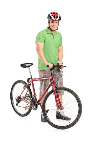 sportsman: Retrato de longitud completa de un hombre sonriente posando con una bicicleta de monta�a aislada sobre fondo blanco