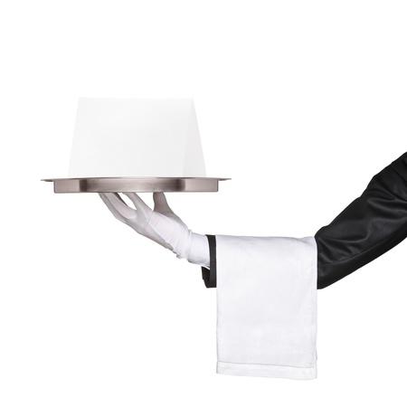 bandejas: Camarero sosteniendo una bandeja con tarjeta en blanco para su texto y anuncio aisladas sobre fondo blanco
