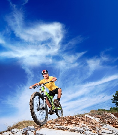 downhill: Person riding a mountiain bike on a slope