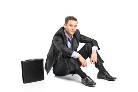 decepcionado: Un hombre de negocios decepcionado y su malet�n aisladas sobre fondo blanco Foto de archivo