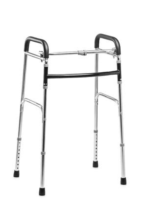 gehhilfe: Eine Studioaufnahme von einem Spazierg�nger, orthop�dischen Hilfsmitteln isoliert auf wei�em Hintergrund