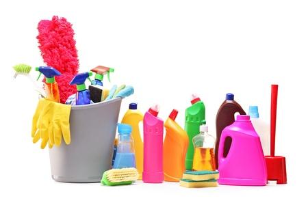productos quimicos: Artículos de limpieza aisladas sobre fondo blanco