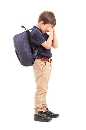 crying boy: Retrato de cuerpo entero de un llanto colegial, aislado en fondo blanco Foto de archivo