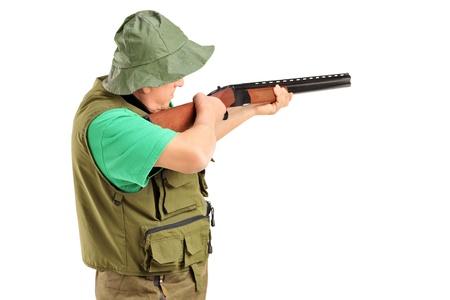 fusil de chasse: Un chasseur avec un fusil, isolé sur fond blanc Banque d'images