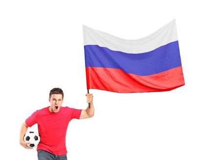 euphoric: Un ventilatore euforico con una palla e sventolando una bandiera russa isolato su sfondo bianco Archivio Fotografico