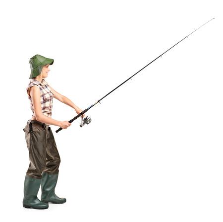 botas altas: Retrato de cuerpo entero de una joven pescadora posando aislados sobre fondo blanco