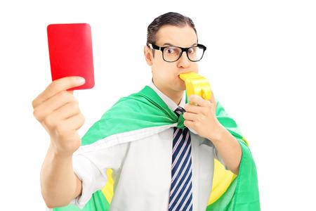 euphoric: Euphoric fan maschio con la bandiera d'Olanda in possesso di un cartellino rosso e soffia un fischio isolato su bianco Archivio Fotografico