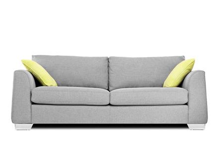 モダンなソファ、白で隔離の枕のスタジオ撮影