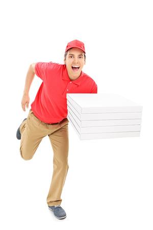 Repartidor de pizza rápido funcionamiento aislado en el fondo blanco
