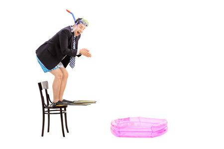 flippers: Hombre de negocios joven listo para saltar a una piscina para niños aislados en fondo blanco Foto de archivo