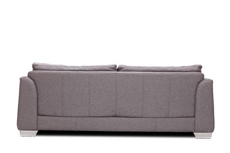 Posterior disparo de estudio de opinión de un sofá gris moderno aislado en el fondo blanco