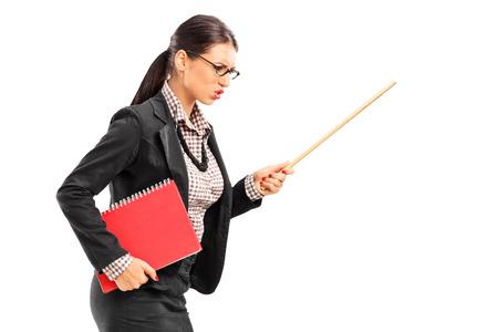 angry person: Profesor de sexo femenino enojado balance�ndose con un palo aislado en fondo blanco
