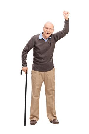 persona caminando: Retrato de cuerpo entero de un gestos de alto alegre con la mano en el aire aislado en el fondo blanco