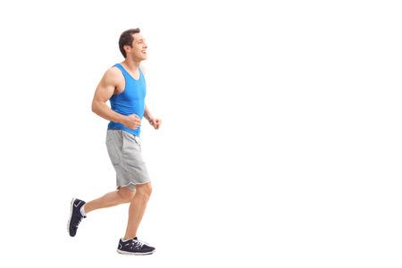 running: Perfil de cuerpo entero foto de un hombre joven en ropa deportiva corriendo y sonriente aislados sobre fondo blanco
