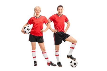 soccer: Retrato de cuerpo entero de un jugador de f�tbol masculino y femenino en los jerseys rojos mirando a la c�mara aislada en el fondo blanco