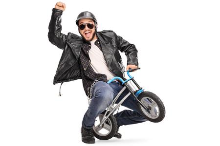 小さな子供の自転車に乗って、白い背景に分離された彼の手でジェスチャーのうれしそうなバイク 写真素材