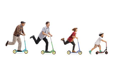 高齢者、男性、若い男と白い背景で隔離のスクーターに乗る子供