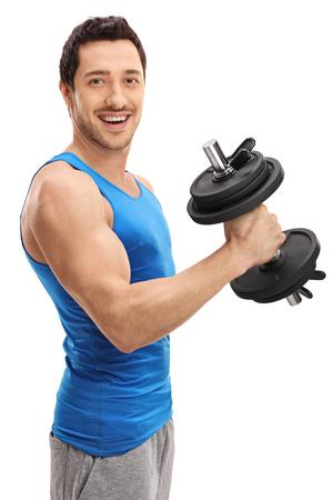 hombre deportista: Individuo atlético que se resuelve con una pesa de gimnasia aislada en el fondo blanco