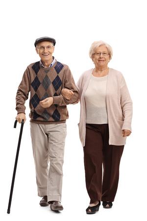 In volle Länge Portrait eines älterer Mann und Frau auf der Kamera zu Fuß auf weißen Hintergrund Standard-Bild - 75310420