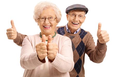 大喜びの高齢者の孤立した白い背景の親指を保持