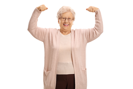 흰색 배경에 고립 된 그녀의 근육 flexing 쾌활 한 성숙한 여자