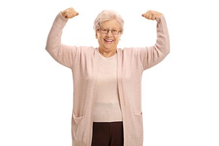 Mujer madura alegre flexionando sus músculos aislados en fondo blanco Foto de archivo - 80690128