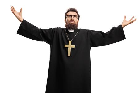 Priester opzoeken en spreiden van armen geïsoleerd op een witte achtergrond Stockfoto