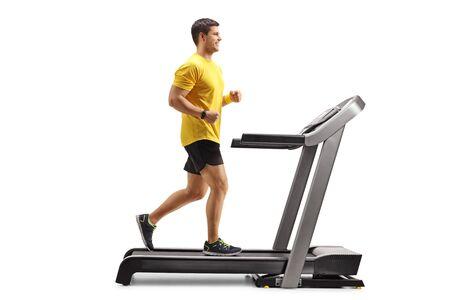 Pełne ujęcie młodego mężczyzny biegnącego na profesjonalnej bieżni na białym tle Zdjęcie Seryjne