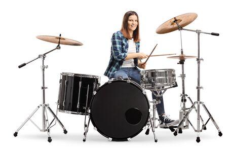 Junge Frau lernt Schlagzeug spielen isoliert auf weißem Hintergrund Standard-Bild