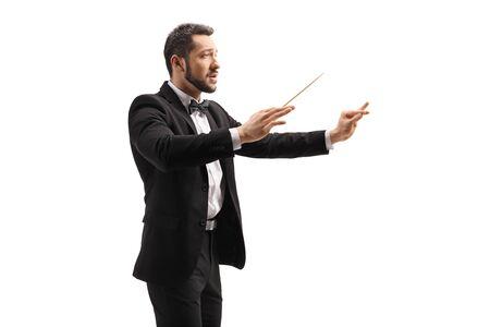 Conducteur masculin dans un costume conduisant avec un bâton et gesticulant avec la main d'isolement sur le fond blanc Banque d'images