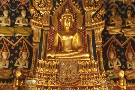 meant: Buddha nel tempio � destinato a rappresentare il Buddha