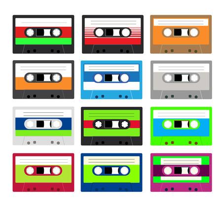 Collection de cassettes rétro plastique audio, cassettes de musique, cassettes. Isolé sur fond blanc. Ancienne technologie des cassettes à bande. Vecteurs
