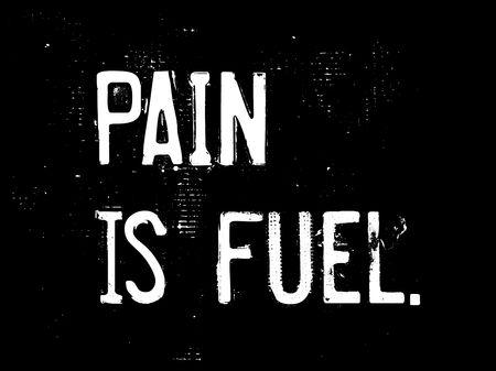 Schmerz ist Kraftstoff kreative Motivation Zitat Design