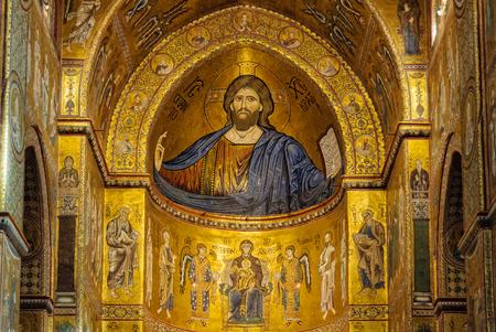 キリスト Pantocrator、メトロポリタン大聖堂 - モンレアーレ、シチリア島、イタリア、2011 年 10 月 21 日の主要な祭壇の上の聖母マリアのモザイク画像