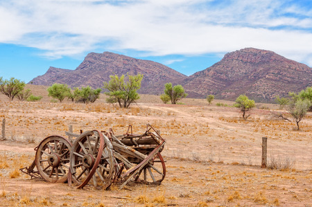 Remnants of an old wagon at Old Wilpena Station in the Flinders Ranges - Wilpena Pound, SA, Australia 版權商用圖片