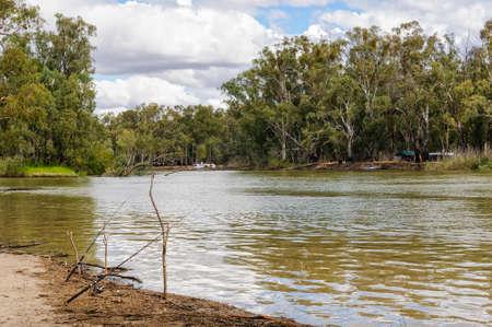 Barmah National Park in de buurt van Echuca is een geweldige plek om te vissen en kamperen - Barmah, Victoria, Australië