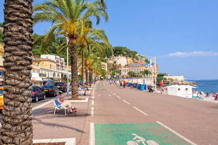 Palm trees, white benches and cycle paths on Quai des États-Unis - Nice, France