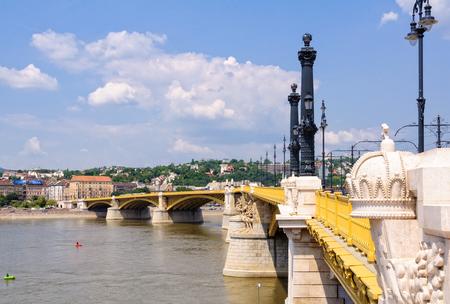 Margaret Bridge spans the River Danube between Pest and Buda - Budapest, Hungary 版權商用圖片