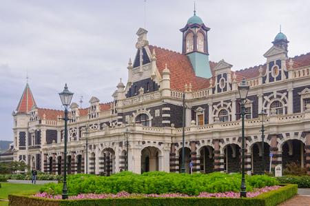 国の忙しい - ダニーデン、ニュージーランド南島、ダニーデン鉄道駅を使用