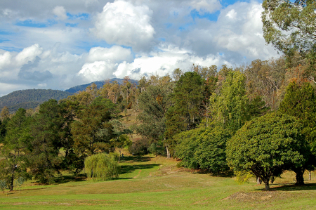 The picturesque but challenging Mount Beauty Golf Course - Victoria, Australia Archivio Fotografico - 100321261