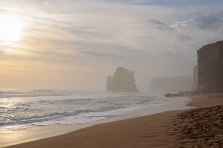 Gentle waves, 70-metre high vertical cliffs and giant limestone stacks at the Gibson Steps Beach on the Great Ocean Road - Port Campbell, Victoria, Australia 版權商用圖片