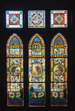 Victorian stained glass windows in the Rio Vista historic house which used to be the home of William Benjamin Chaffey - Mildura, Victoria, Australia, 8 February 2013 스톡 콘텐츠 - 104404971